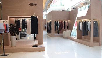 e+上海久光百货三楼中庭的 pop-up store